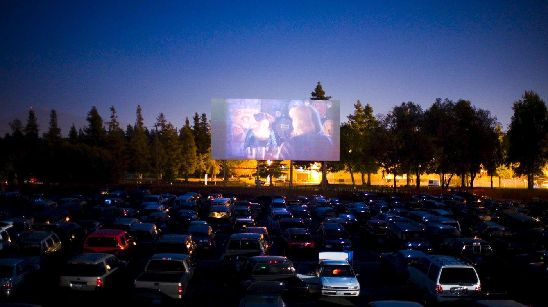 Autocines: ¿es el cine al aire libre una seña de identidad del verano de antaño?
