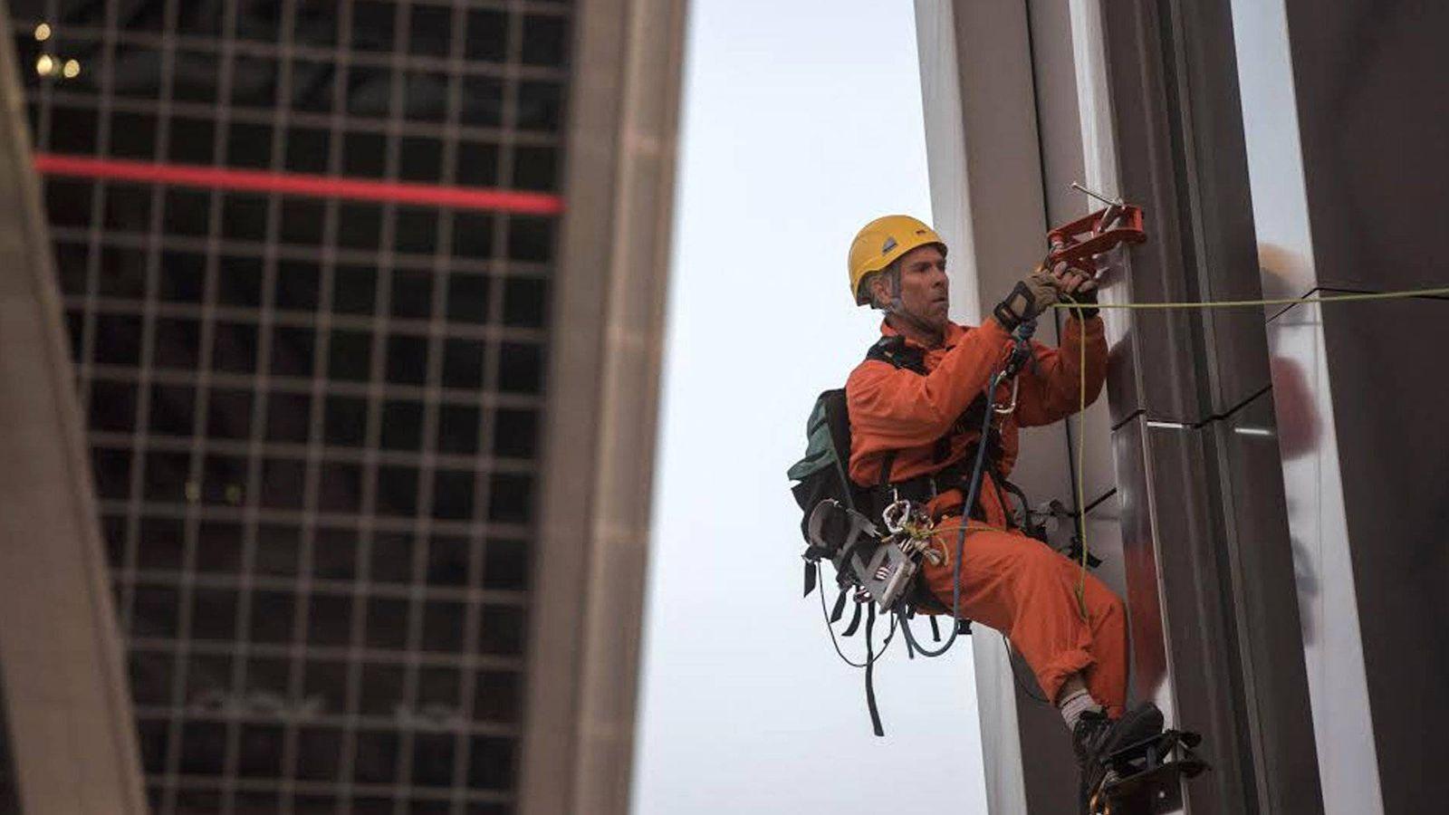 Foto: Escalaron 80 de los 114 metros de altura de las torres. (Greenpeace)