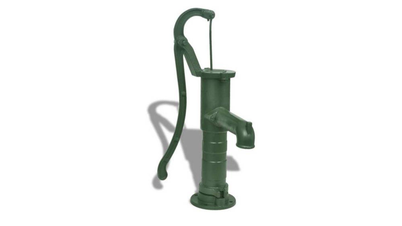 Clásica bomba de agua manual