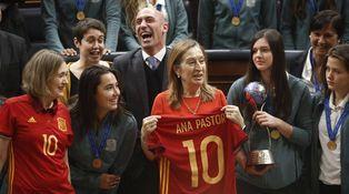 Dimisión de la responsable del fútbol femenino: no a las mujeres florero