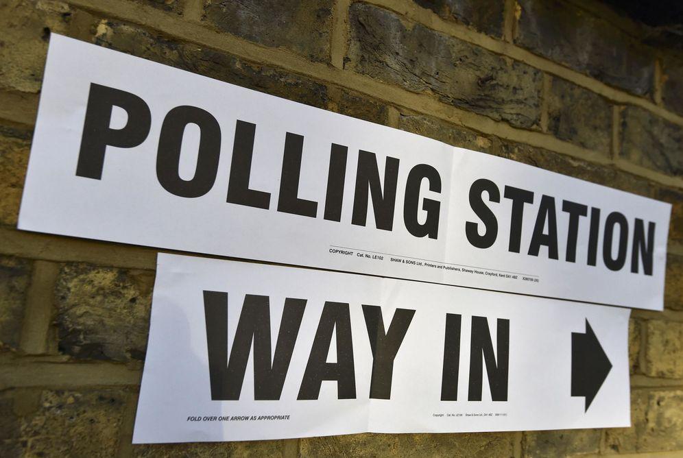 Foto: Cartel indicando un centro electoral en las elecciones a la alcaldía de Londres, en mayo de 2016. (Reuters)