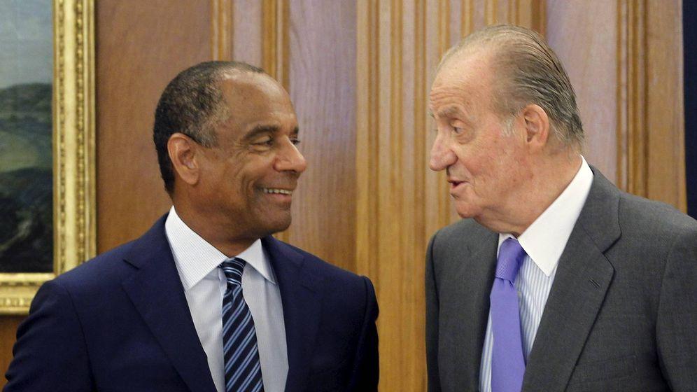 Foto: Foto de archivo de Juan Carlos I con el presidente mundial de American Express, Kenneth I. Chenault, en el Palacio de la Zarzuela. (EFE)