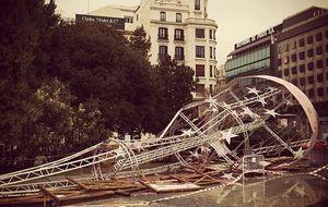 Desmontan un tercer árbol de Navidad en Madrid tras derribar dos el viento