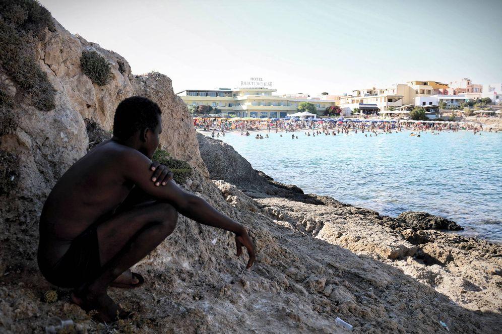 Foto: Al-Maher Abdulrahman en la isla italiana de Lampedusa. (F. Millan)