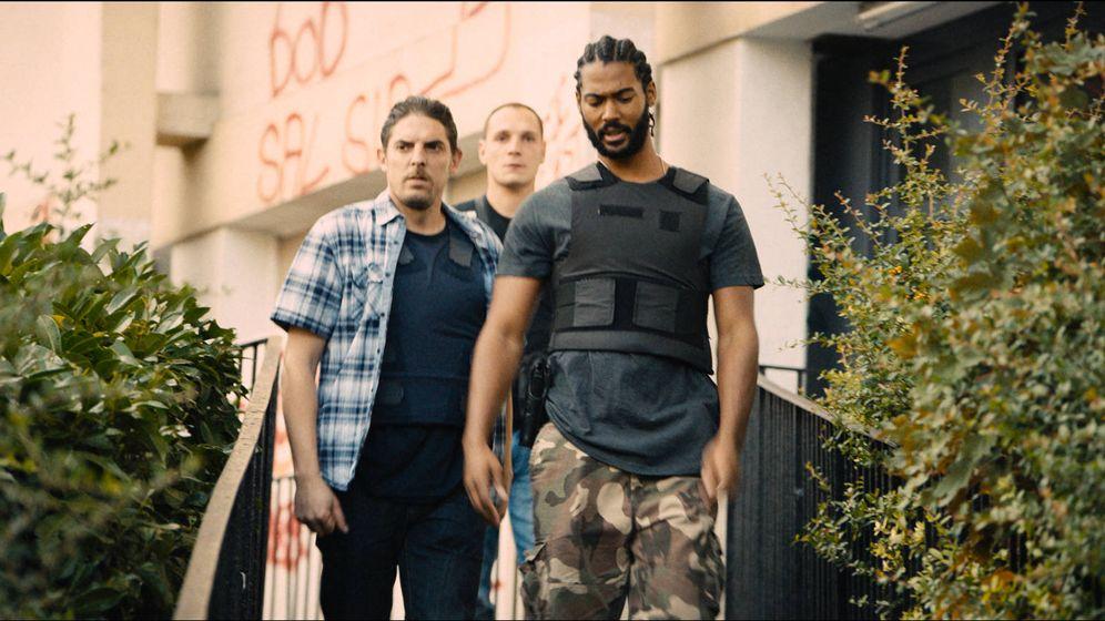 Foto: Damien Bonnard, Alexis Manenti y Djibril Zonga, en 'Los miserables'. (Wild Bunch)