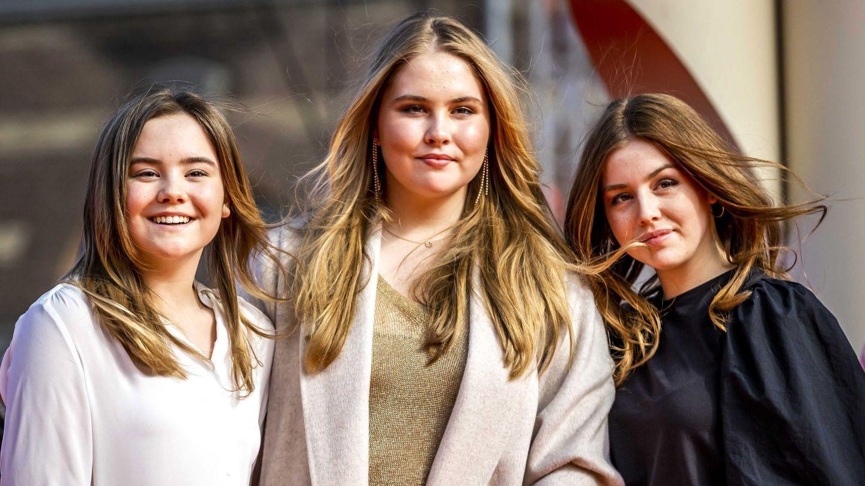 Amalia, con sus hermanas Ariane y Alexia. (EFE)