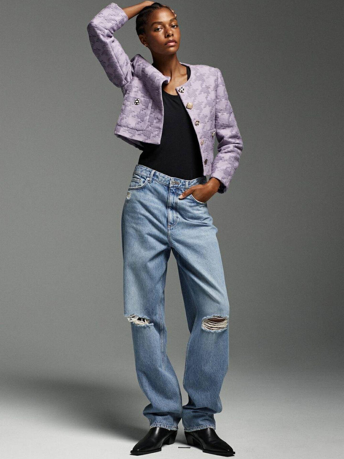 La chaqueta de Mango con pata de gallo de color lila. (Cortesía)
