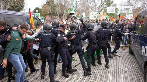Cargas policiales contra agricultores extremeños que reclamaban soluciones