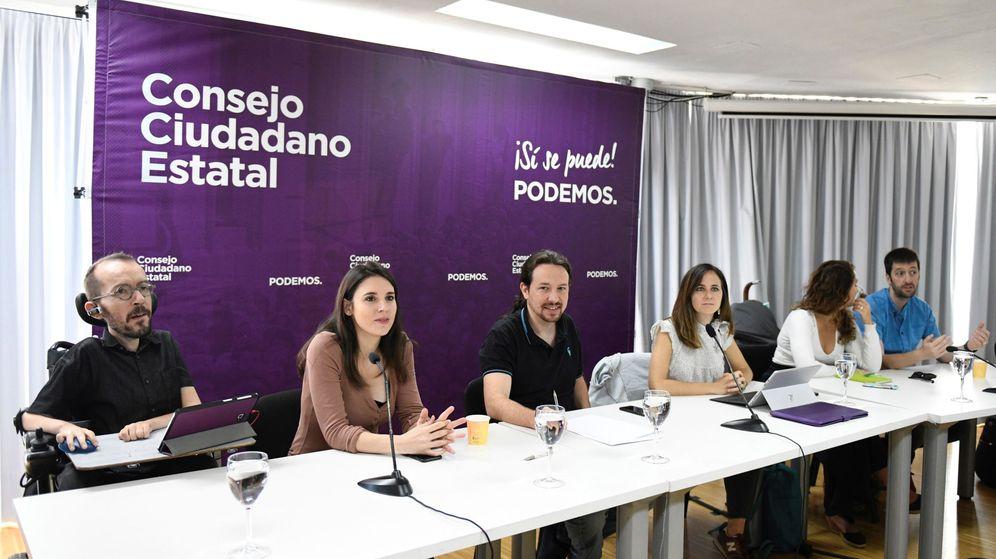 Foto: El secretario general de Podemos, Pablo Iglesias (c), junto a otros miembros de la dirección durante la reunión de un Consejo Ciudadano Estatal. (EFE)
