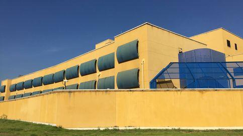 Recortes, el cierre total o mejoras: 26 diputados y Carmena visitan el CIE