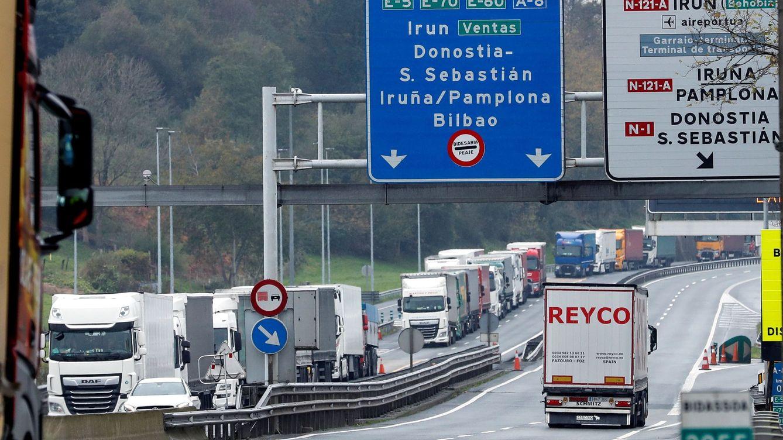 Foto: Autopista AP-8 a su paso por Irún, uno de los puntos críticos durante la cumbre. (EFE)