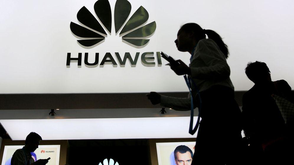 Foto: La hija del dueño de Huawei, cazada con productos Apple. (Reuters)