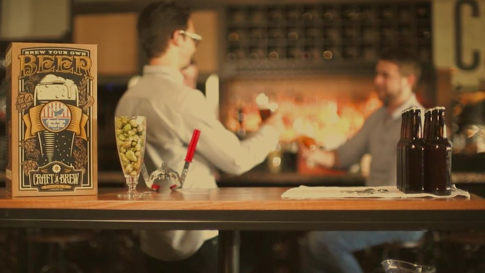 Más allá del cóctel: haz tu propia cerveza o madura un whisky en tu casa