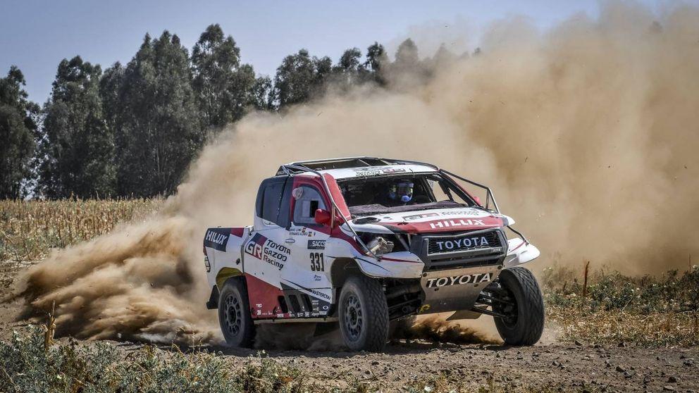 Un vuelco, un pájaro... El accidentado debut de Fernando Alonso con el Toyota del Dakar