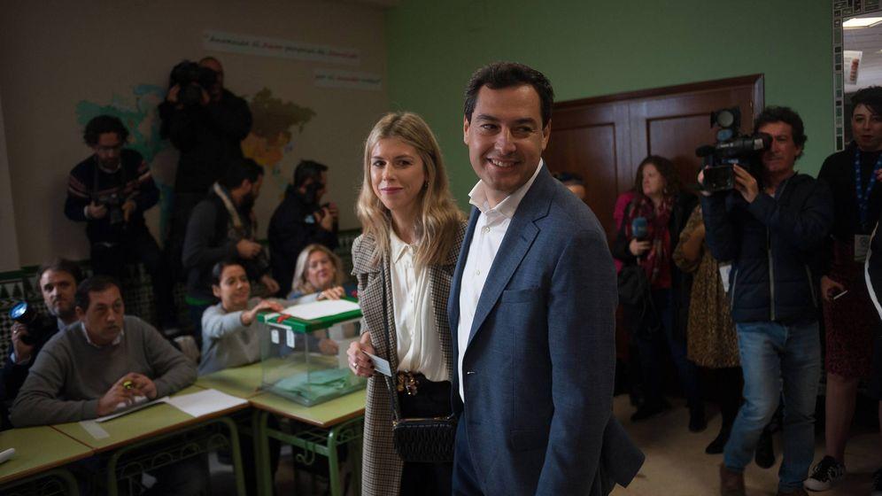 Foto: Villena y su marido, votando en las elecciones andaluzas. (CP)