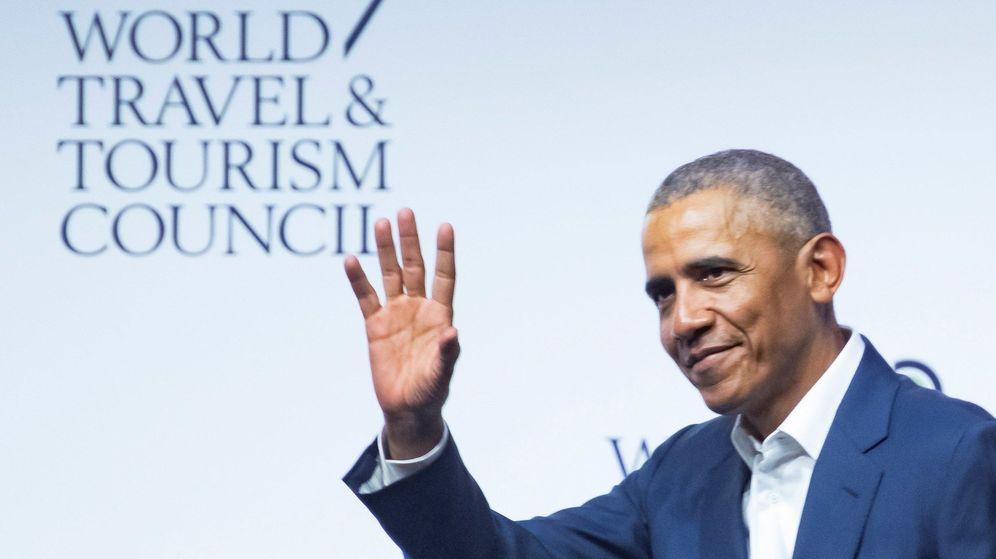 Foto: El expresidente de Estados Unidos Barack Obama, se despide tras su intervención en la XIX Cumbre del Consejo Mundial de Viajes y Turismo. (EFE)