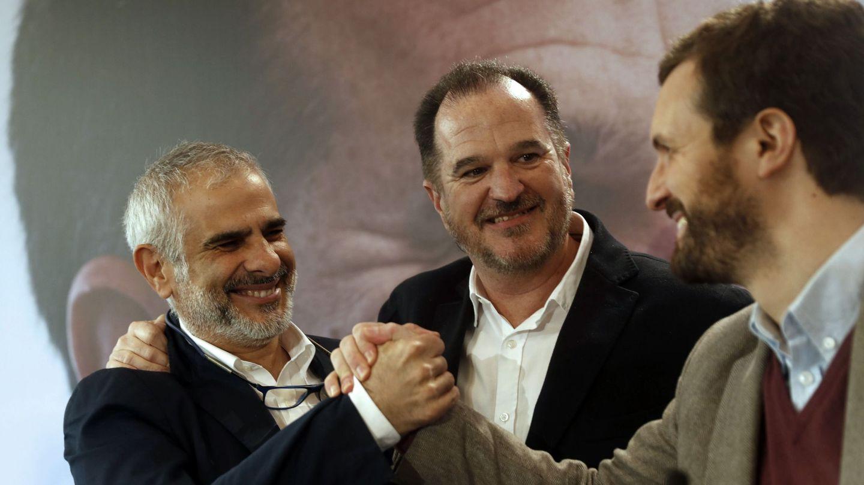 Pablo Casado, Carlos Iturgaiz y Carlos Carrizosa en el acto de presentación del candidato. (EFE)