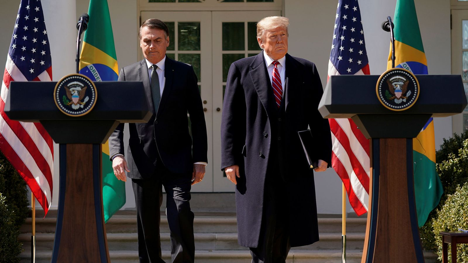 Foto: Los presidentes Jair Bolsonaro y Donald Trump durante la rueda de prensa conjunta en el jardín de la Casa Blanca, el 19 de marzo de 2019. (Reuters)