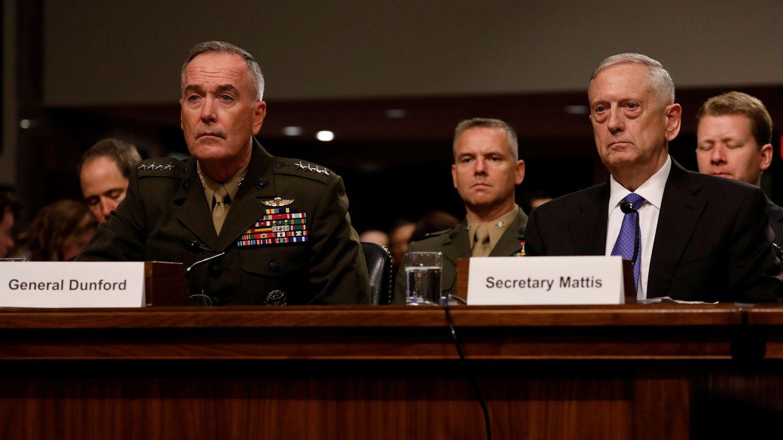 El secretario de Defensa James Mattis y el Jefe del Estado Mayor Conjunto general Joseph Dunford testifican ante un comité del Senado, el 13 de junio de 2017. (Reuters)