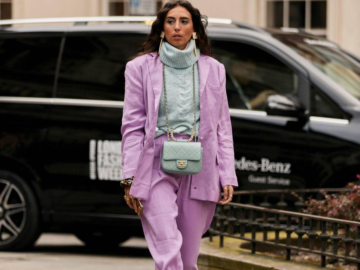 Foto: Una insider con un traje color lila. (Imaxtree)