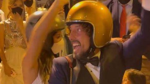 La posboda de José Antonio León y Rocío Madrid: baile, motos y sándwich en albornoz
