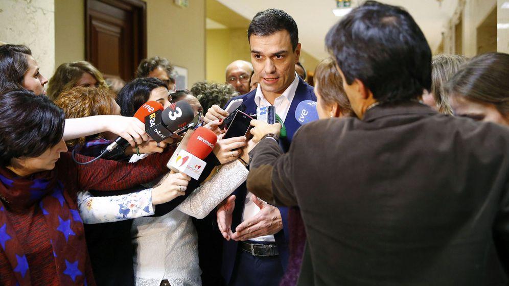Foto: Pedro Sánchez confirma el acuerdo para que Patxi López se haga con la jefatura del Congreso, este 12 de enero. (EFE)