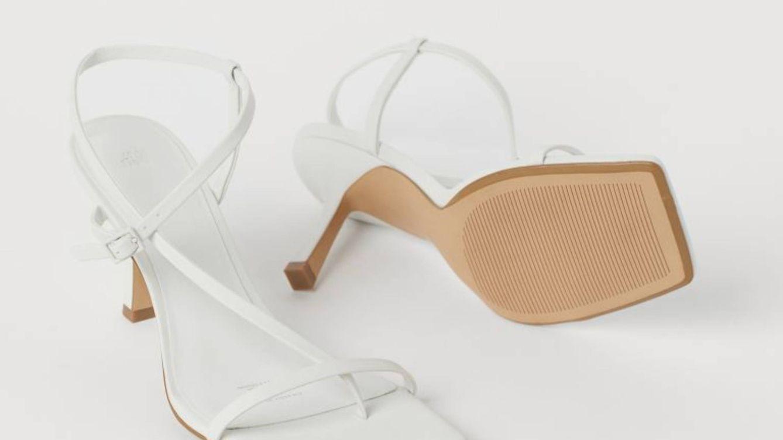 Hemos dado con unas sandalias de dedo como las de las expertas por 25 euros en H&M