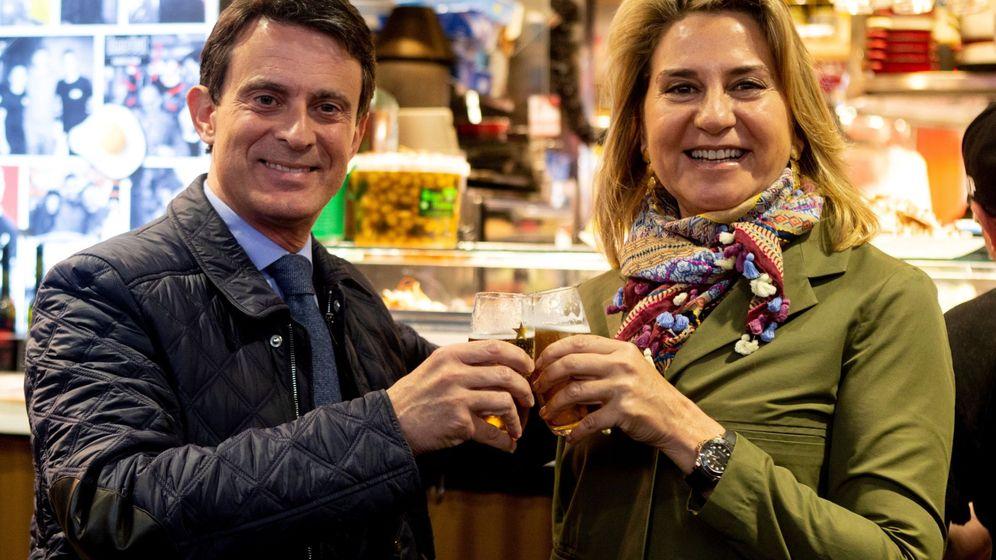 Foto: Manuel Valls y Susana Gallardo, en el mercado de la Boquería. (EFE)