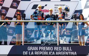 Fenati rompe la racha de Miller y Márquez celebra sus 18 con podio