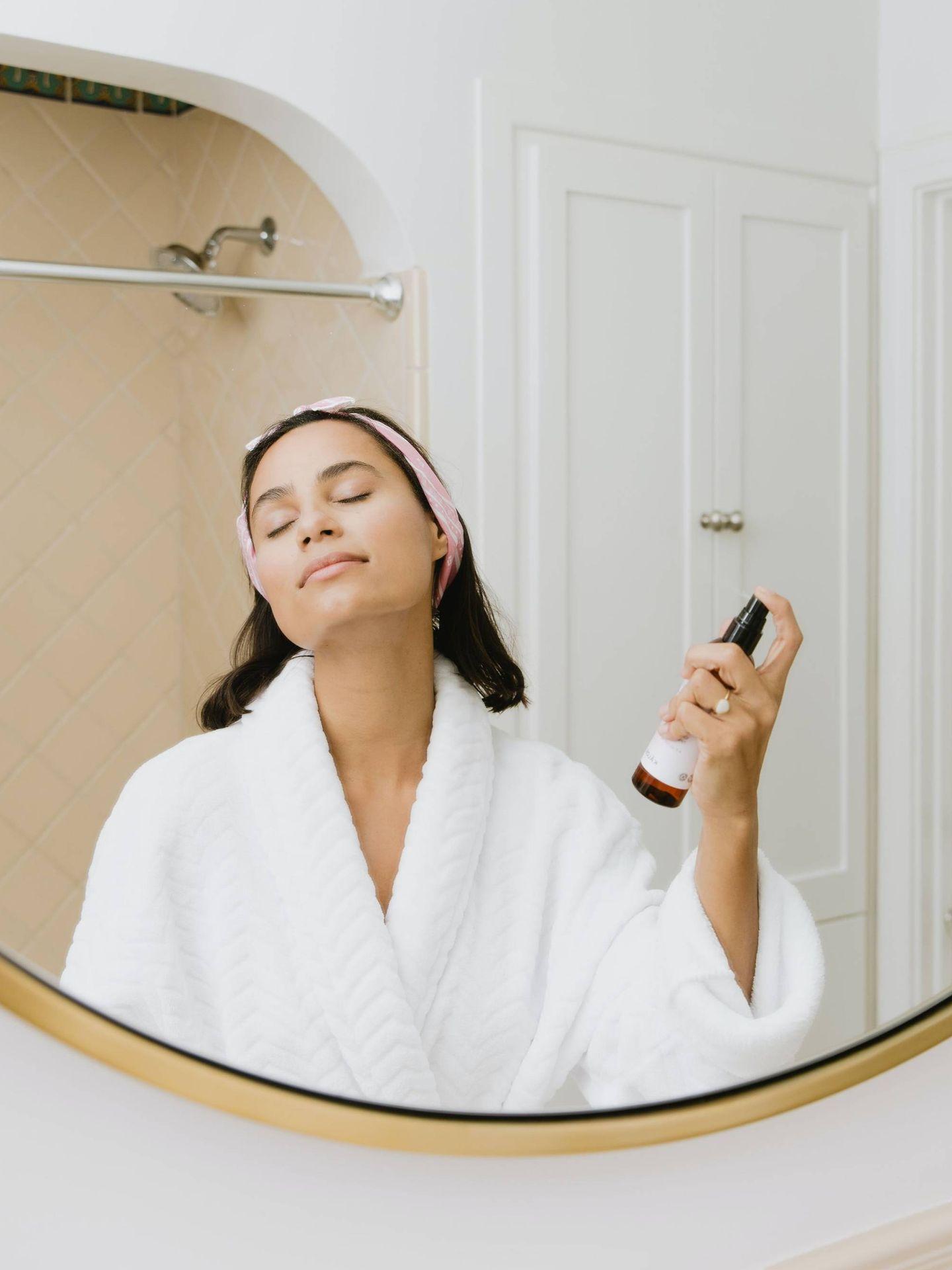 Los activos renovadores, antibacterianos y calmantes son esenciales. (Kalos Skincare para Unsplash)