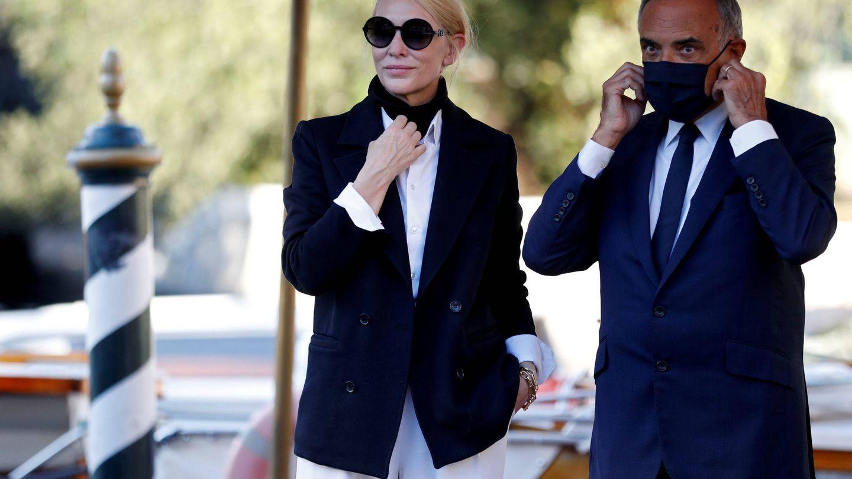 Cate Blanchett convirtió su mascarilla en un elemento más del look. (Reuters)