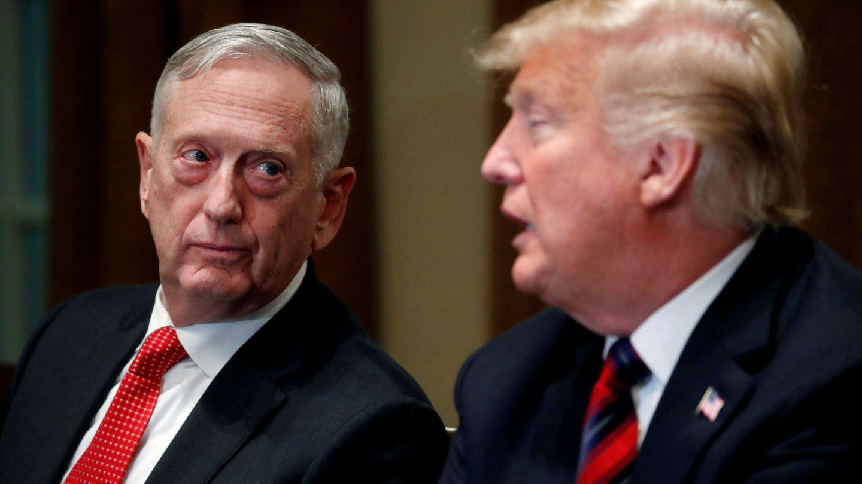 El exsecretario de Defensa James Mattis con el presidente Donald Trump en 2018. (Reuters)