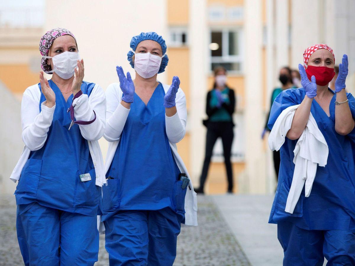 Foto: Personal sanitario del hospital CHIP de Málaga. (EFE)