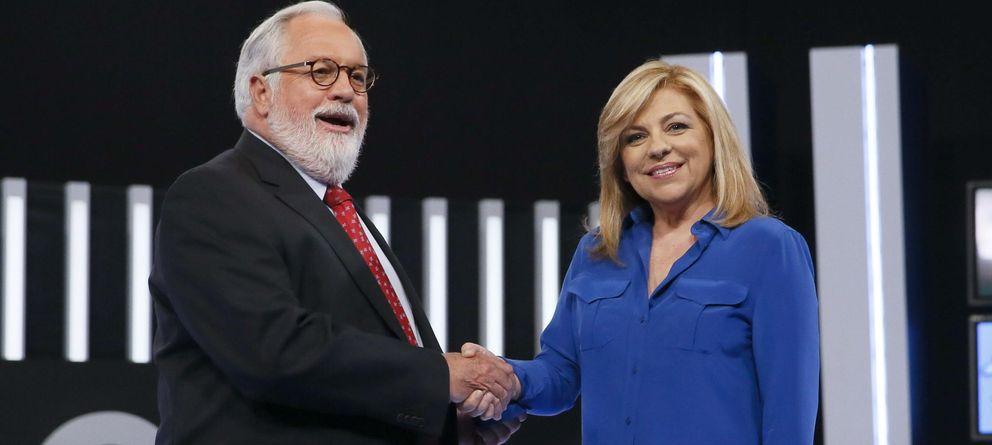 Foto: Miguel Arias Cañete saluda a Elena Valenciano. (EFE)