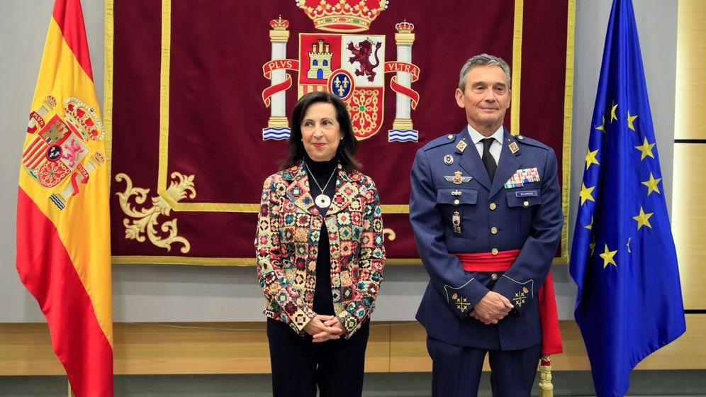 Foto:  La ministra de Defensa, Margarita Robles y el nuevo jefe del Estado Mayor de la Defensa, Miguel Ángel Villaroya. (EFE)