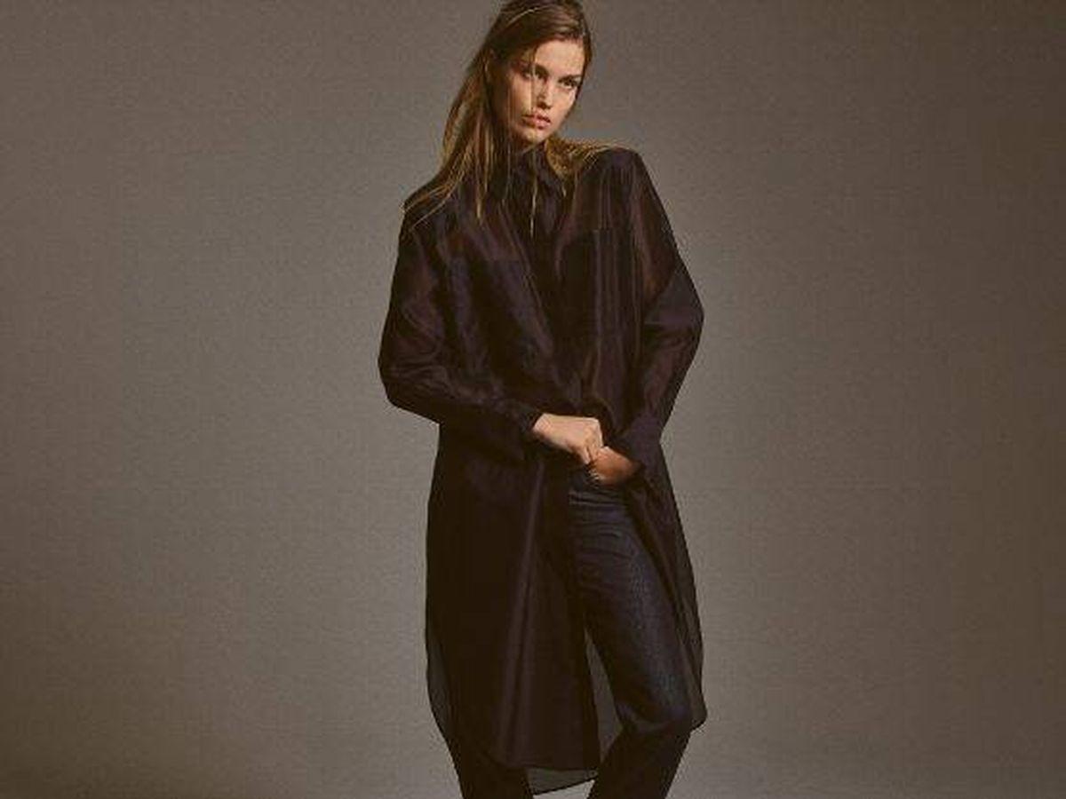 Foto: No has visto una camisa y una falda más elegantes que estas de Massimo Dutti. (Cortesía)