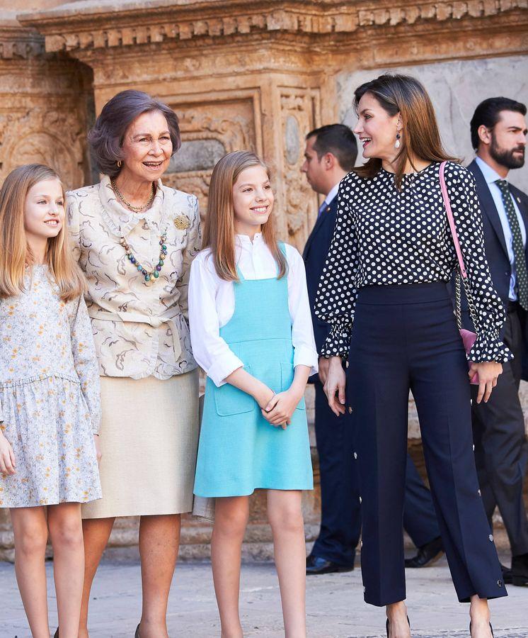 Foto: Las cuatro mujeres de la familia real en la misa de Pascua. (Limited Pictures)