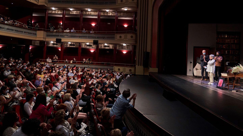 El teatro Bretón de Logroño, volcado con Concha Velasco. (EFE)