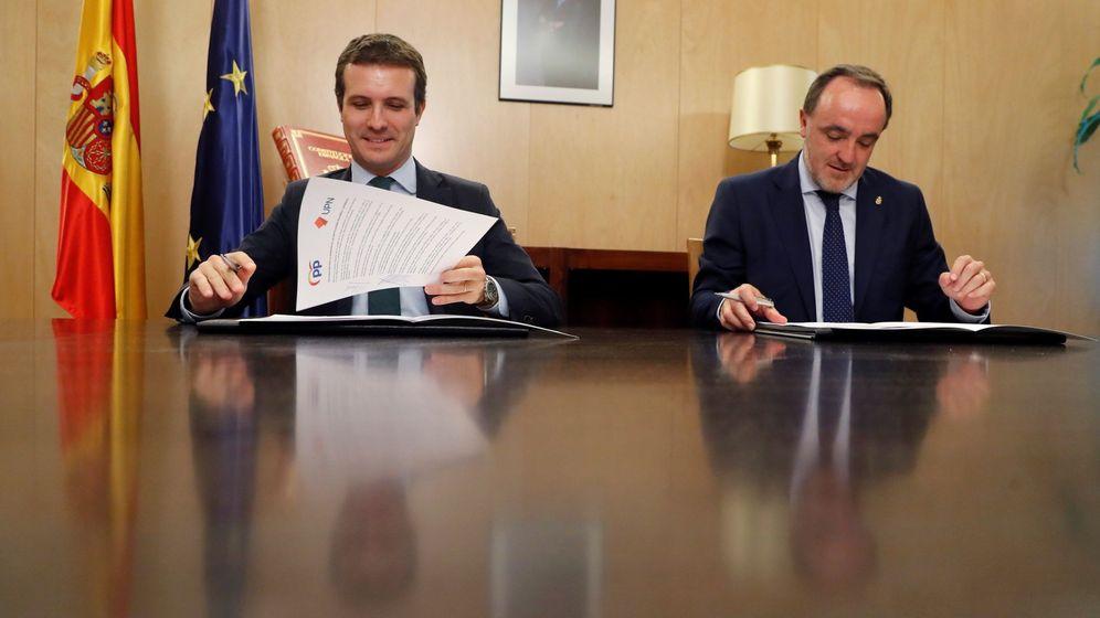 Foto: El líder del PP, Pablo Casado, ha firmado una declaración conjunta con el presidente de UPN, Javier Esparza. (EFE)