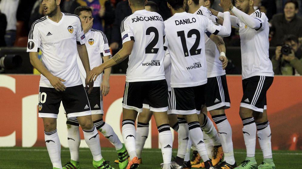 Foto: El Valencia celebra uno de los tantos de su goleada (Reuters).