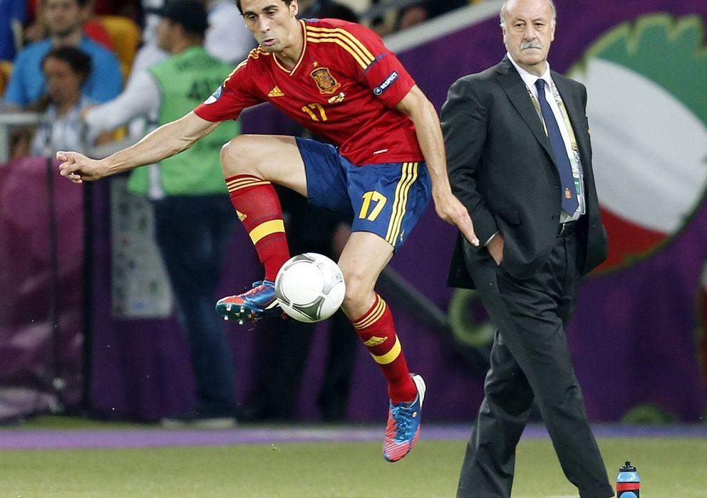 Foto: Arbeloa (i), delante de Del Bosque, durante la final ante Italia en la última Eurocopa en 2012