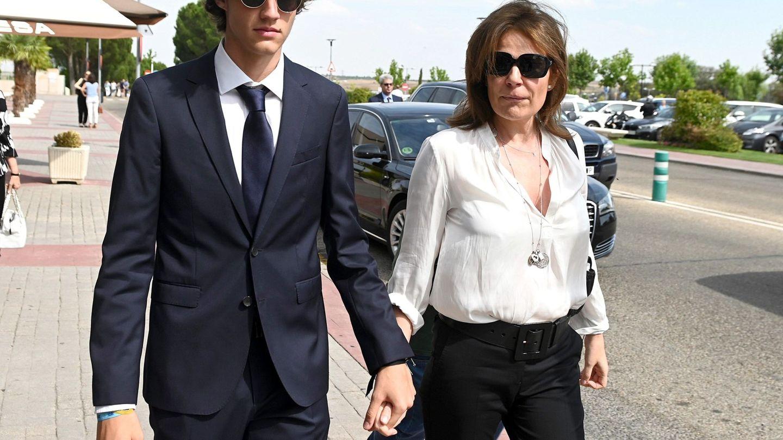 Nuria March y su hijo Jaime. (EFE)
