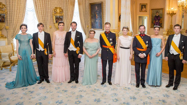Alexandra, segunda por la derecha, junto a su familia en una de las celebraciones del Día Nacional. (Corte Ducal)