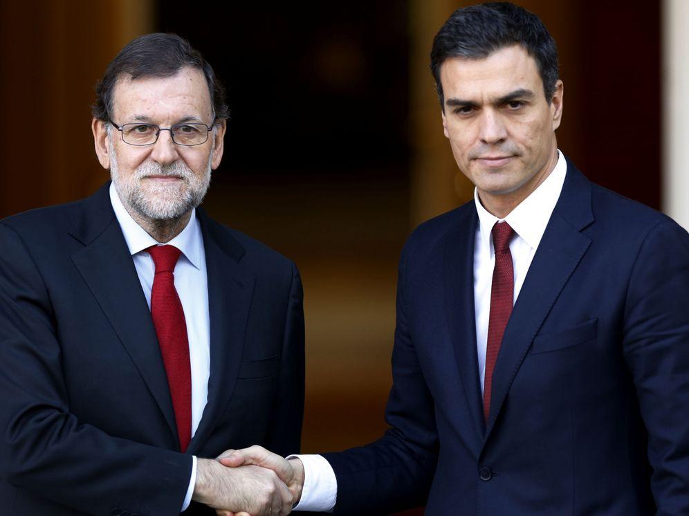 Foto: El presidente en funciones, Mariano Rajoy, y el líder socialista, Pedro Sánchez, el pasado 23 de diciembre en La Moncloa, en su último encuentro juntos. (EFE)