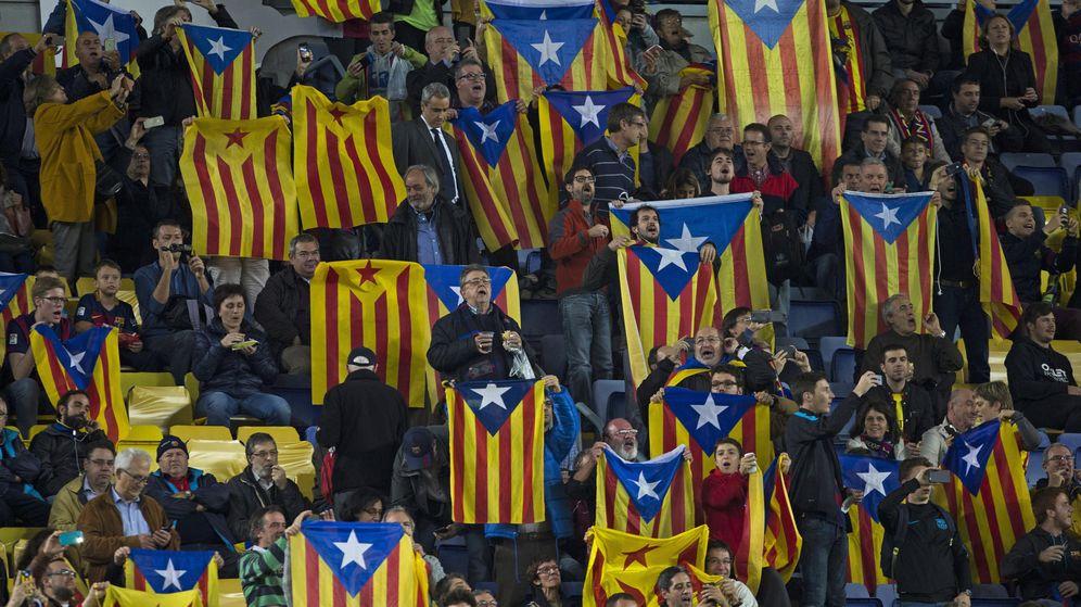 Foto: Imagen de esteladas en el Camp Nou (EFE)