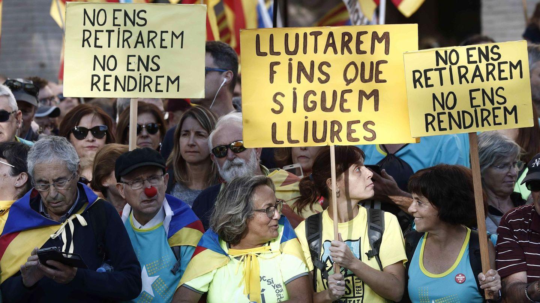 Miles de personas se concentran en la calle Marina de Barcelona. (EFE)