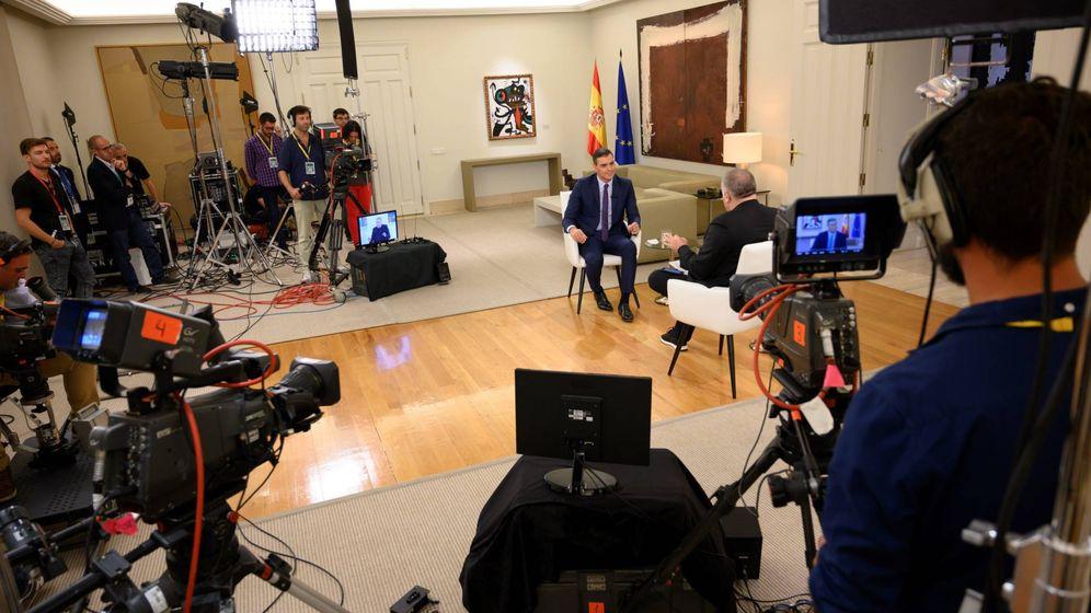 Foto: La entrevista de Sánchez en Moncloa.