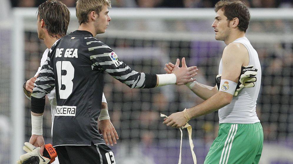 Foto: David de Gea e Iker Casillas tras un derbi madrileño.