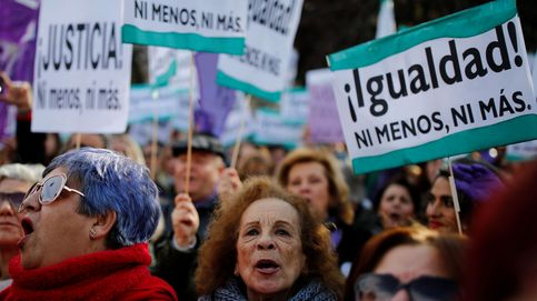 El PSOE fleta autobuses para la protesta feminista ante el parlamento andaluz