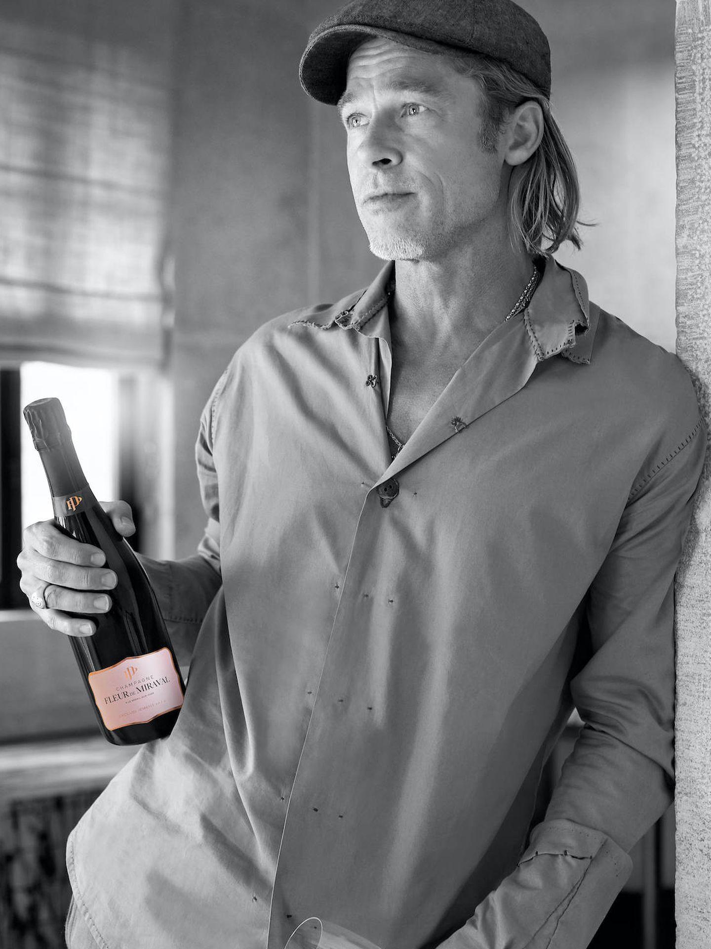 Brad Pitt y su champán. (Fleur de Miraval)
